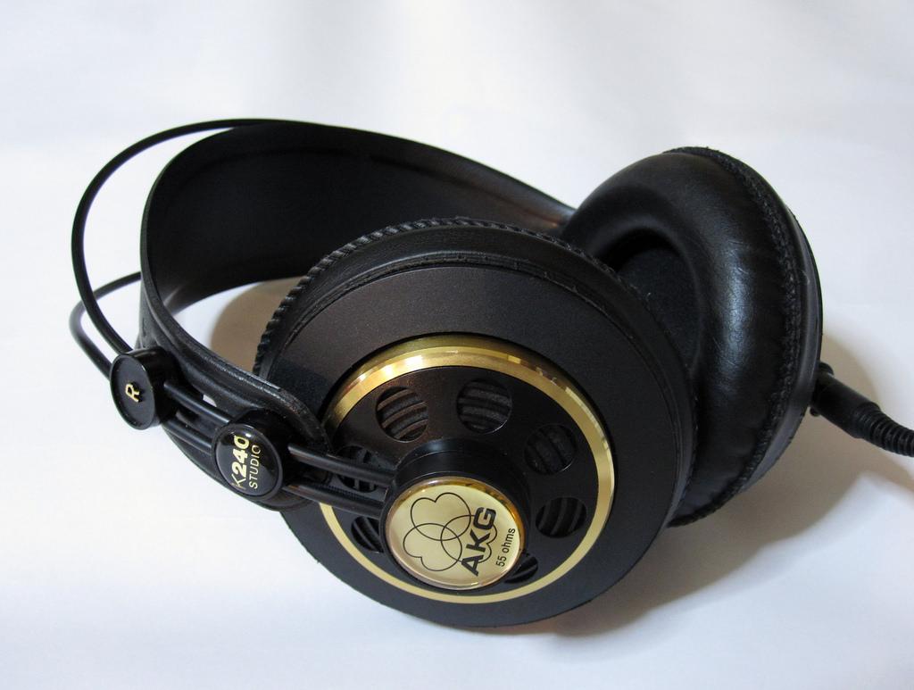 AKG K240 Auriculares Profesionales Para Estudio de Grabación